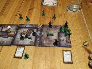 Dwight et Laura en difficulté avec des zombies