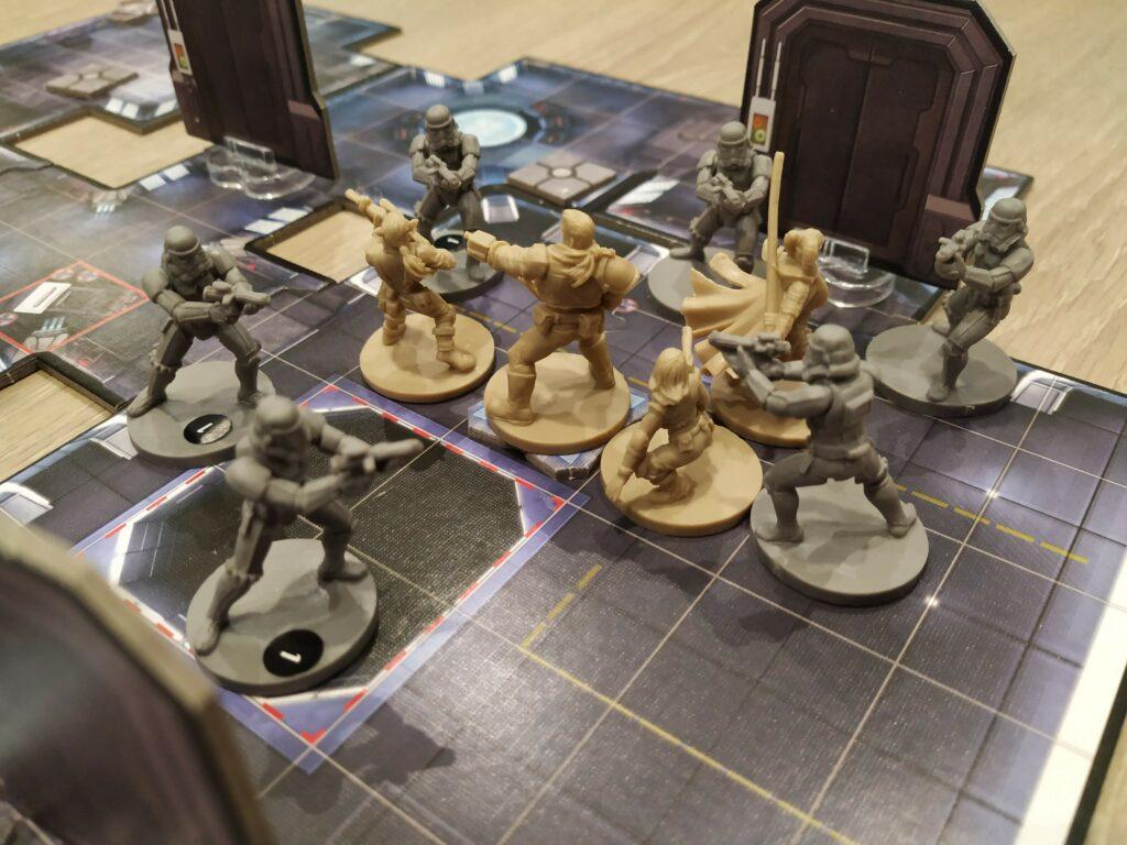 Situation de départ, l'équipe au milieu de 6 Stormtroopers