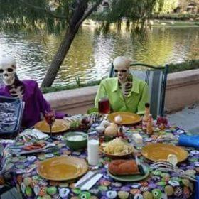 Diner entre squelettes